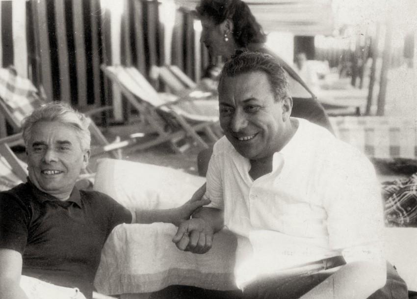 Arnoldo Mondadori con lo scrittore Massimo Bontempelli. - Immagine concessa con licenza CC BY-SA 4.0