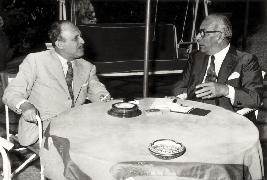 Arnoldo Mondadori con lo scrittore Guido Piovene. - Immagine concessa con licenza CC BY-SA 4.0
