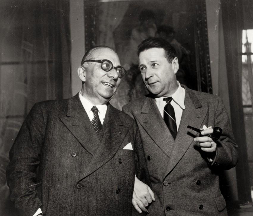 Arnoldo Mondadori con lo scrittore Georges Simenon. - Immagine concessa con licenza CC BY-SA 4.0