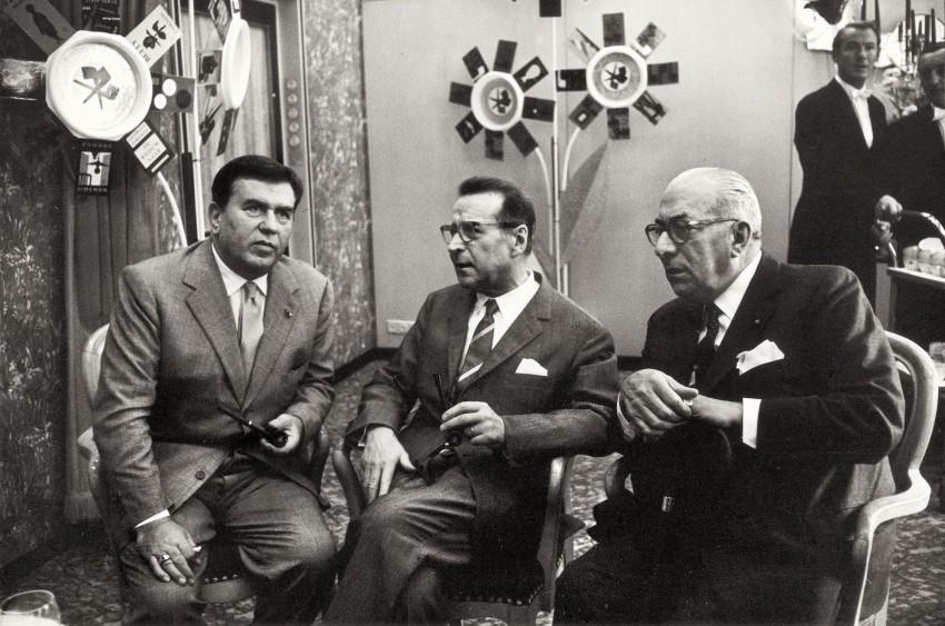 Arnoldo Mondadori con Georges Simenon e Gino Cervi. - Immagine concessa con licenza CC BY-SA 4.0